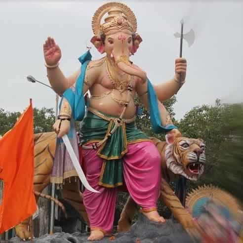 2014 Chandanwadi Ganesh (Chira Bazaar Ganpati) is with a tiger.