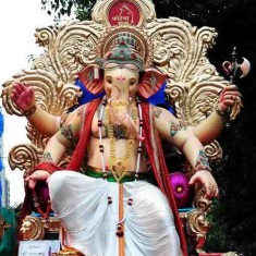 "Royal Ganpati Idol of ""Fortcha Raja"". Picture of the 2014 Murti."