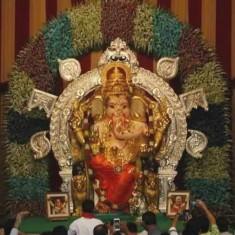 GSB Seva Mandal (King Circle) Ganpati is a famous Mumbai Ganpati.