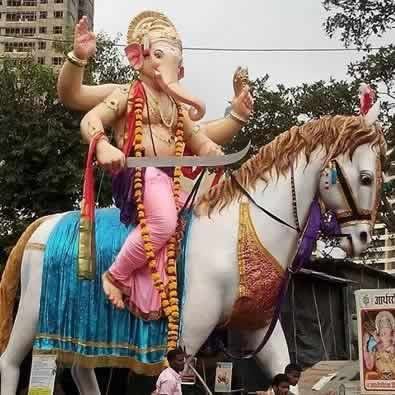 """Kamatipura Cha Chintamani"" Ganesh Idol is on a horse."