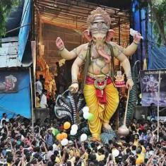 Parelcha Raja (Nare Park) is a famous Mumbai Ganesh Idol