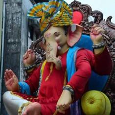 Navsala Pavnara Vasaicha Maharaja Ganesh is famous in Mumbai