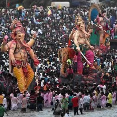 Visarjan Pictures of Mumbai's Best and Biggest Ganpati