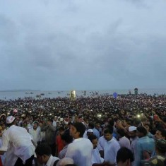 Large crowds at Mumbai Chowpatty for Ganpati Visarjan