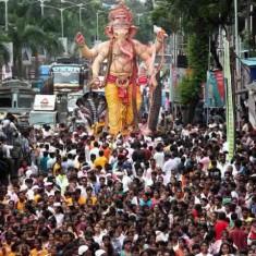 Visarjan Picture of Parelcha Raja (Nare Park) Ganesh Murti