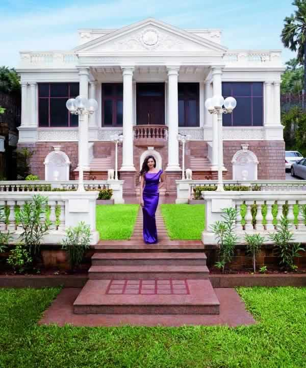 Shahrukh Khan's wife, Gauri Khan, on the lawn of their house.