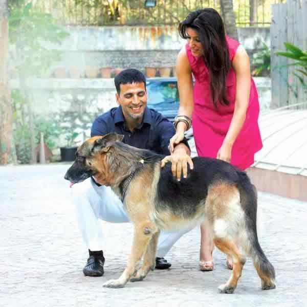 Akshay Kumar and Twinkle Khanna at Home with their Dog