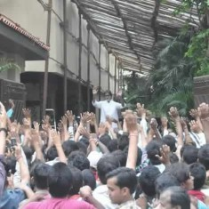 On Saundays Amitabh Bachchan Meets his Fans at His House