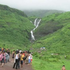 Bhivpuri Fall is a Famous Picnic Spot Near Mumbai, Pune