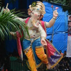 Chandanwadicha Raja Ganpati is made by Vijay Khatu