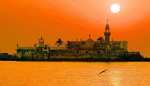 Haji Ali Mosque is a Famous Tourist Attraction in Mumbai