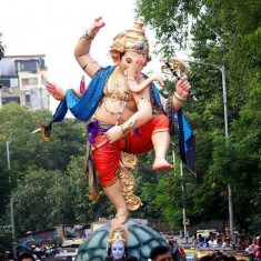 Chandanwadi Ganesh Idol is Made by Sculptor Vijay Khatu
