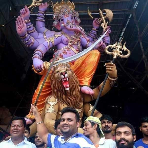 Murtikar Krunal Patil with Dharavi Cha Sukhkarta Ganesh