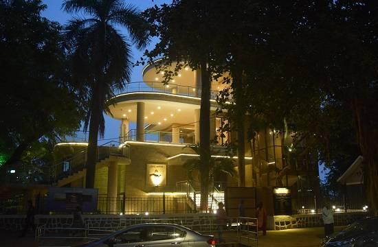 Malabar Hill Viewing Gallery near Hanging Garden