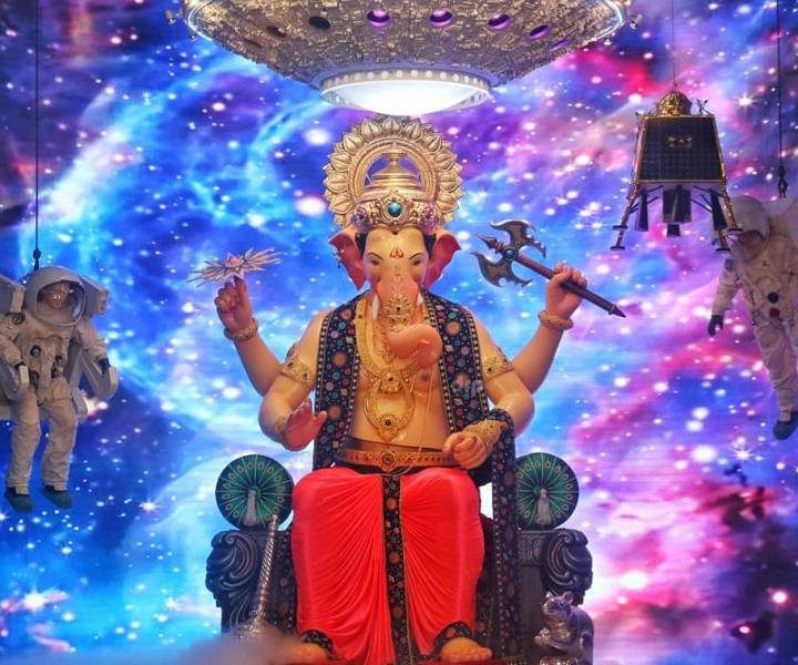 Lalbaugcha Raja Ganesh Photo 2019, Chandrayaan Set
